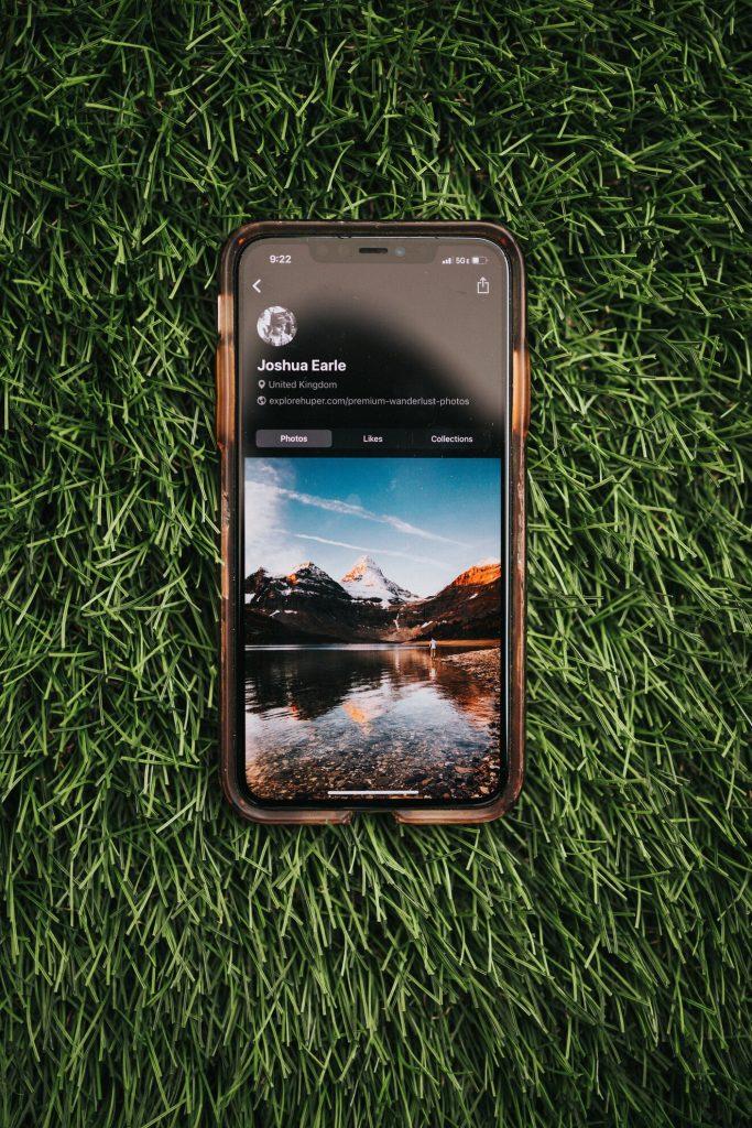glare screen protector on iPhone